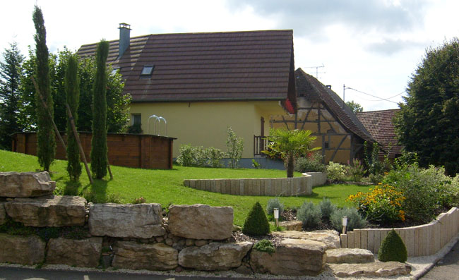 Entretien jardin jfb horti services for Amenagement talus jardin